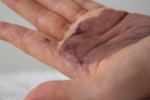 ヘアカラートリートメント実際爪などに入ったりした手