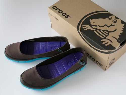 crocs-stretch-sole-flat-2