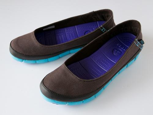 crocs-stretch-sole-flat-3