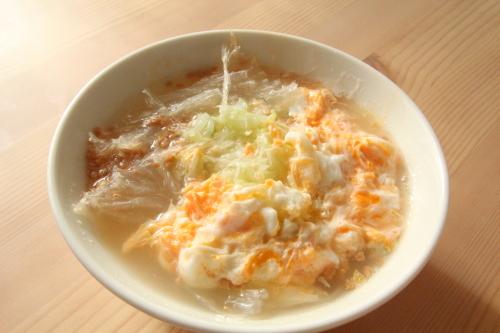 糸寒天をスープに入れる