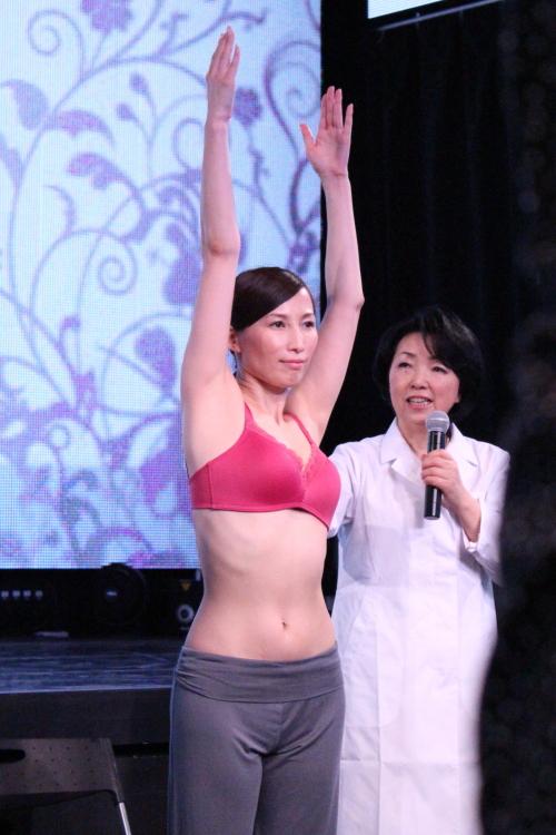 セシール3Dブラおっぱい体操