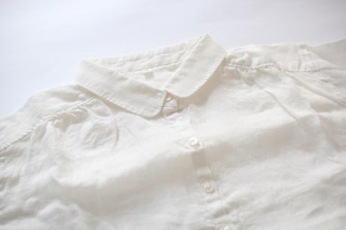 無印良品麻100%のシャツ