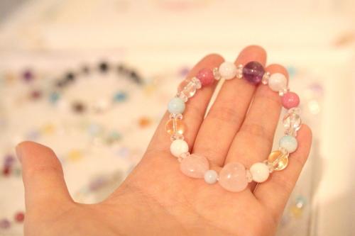 malulani-hawaii丸珠+水晶を挟んだもの+リボン石(中サイズ)