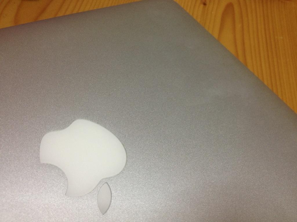 アップルマーク付き 外側にファンデーション後が付いてしまった