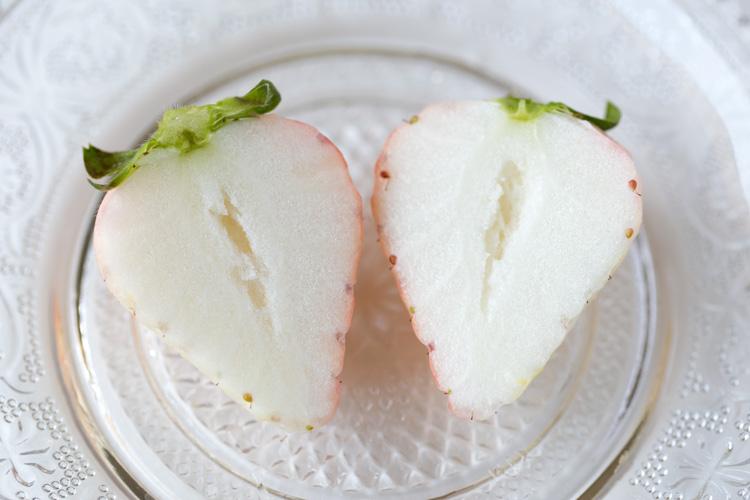 オイシックスで買った白いイチゴ