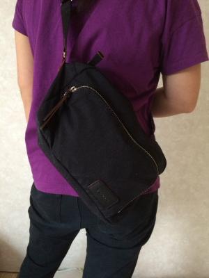 YSACCS(イザック)ポケットショルダー身につけてみた後ろ姿