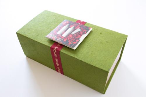 アヴェダのロクタ紙ギフトボックス
