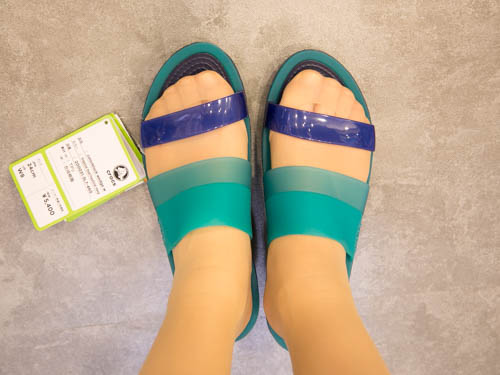crocs-colorblock-wedge-5