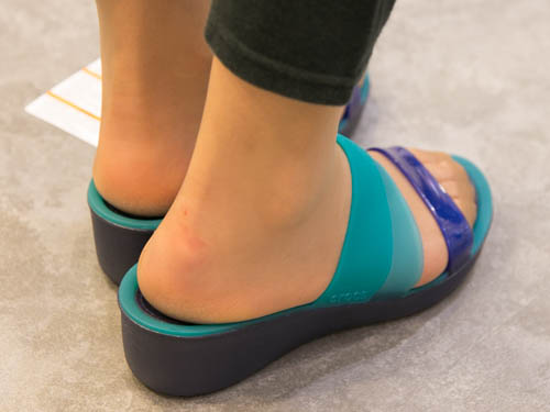 crocs-colorblock-wedge-7