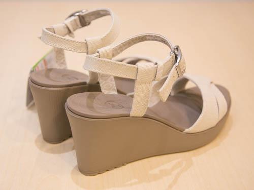 crocs-leigh-sandal-wedge-12