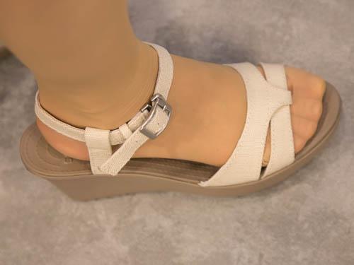 crocs-leigh-sandal-wedge-2