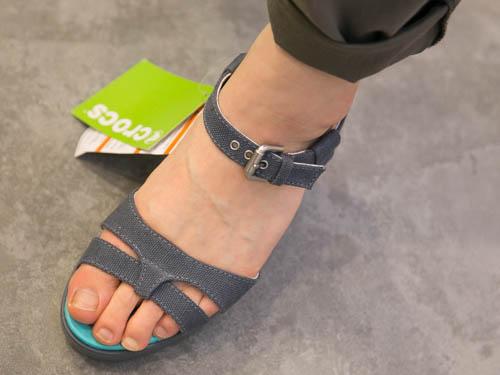 crocs-leigh-sandal-wedge-3
