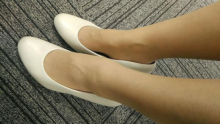 履きやすくて安い革のパンプス白