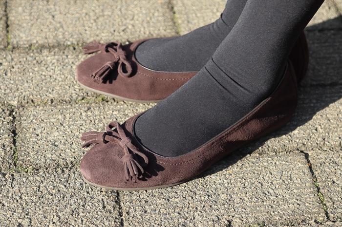 crocs-lina-embellished-suede2-2